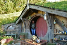 Üks ja ainuke kääbikuurg, kuhu said sisse astuda ja siis kuulsa väljapiilumise pildi teha. Ega seal sees midagi polnud, sest kõik sisestseenid on filmitud stuudios ja kogu Hobbiton oli mõeldud vaid fassaadiks.