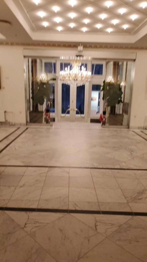 ...kiire pilt hotelli fuajeest.